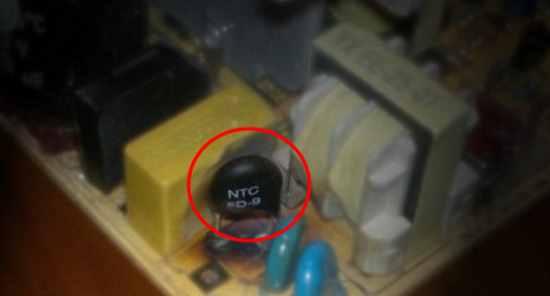 Дисковый термистор (обозначен красным)