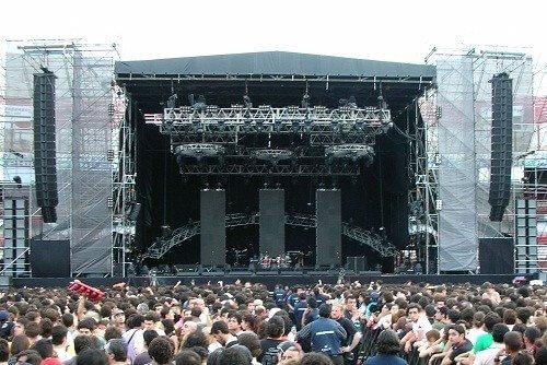 Концерт, где были использованы самые мощные колонки.
