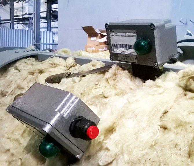 На поверхность днища воздухосборника устанавливается датчик температуры