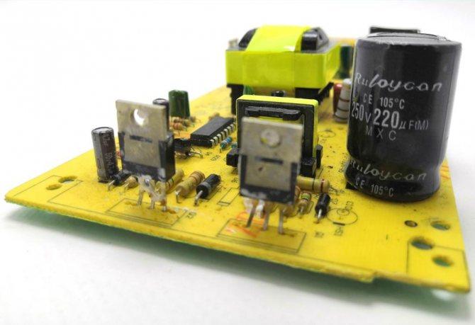печатная плата с транзисторами