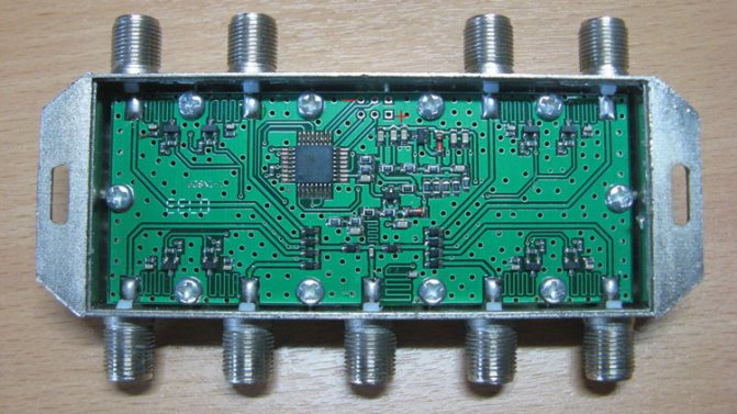Рисунок 4 – Место установки конденсатора на плате восьмивходового коммутатора