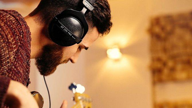Специально для работы в студии или на сцене оголовье модели DT 770 PRO обеспечивает более надежную ф