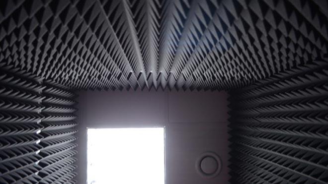 Треугольные элементы на стенах