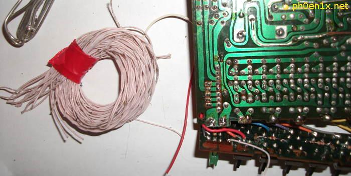 Восстанавливаем дорожки, соединяя контакты термостойким проводом МГТФ
